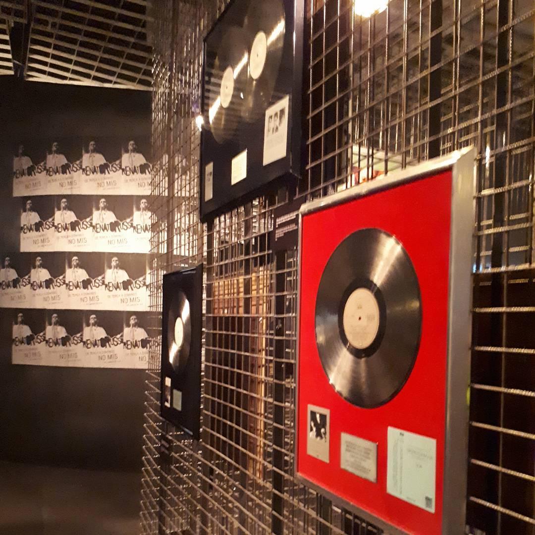 Hoje rolou a abertura da Exposio Renato Russo no Museuhellip