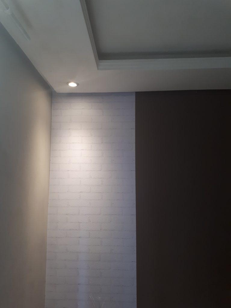 Aplicação Papel de parede tijolos brancos