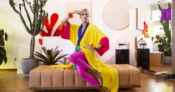 """Dudu Bertholini apresenta a segunda temporada de """"Nós, Os Fashionistas"""" no FashionTV, a estreia é no dia 5 de junho a partir das 21 horas."""