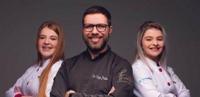 O Dr. Tiago Fialho, fundador da Clínica Fialho Odontologia Integrada, e sua equipe estão comemorando um ano de atividades na cidade de Gramado na serra gaúcha
